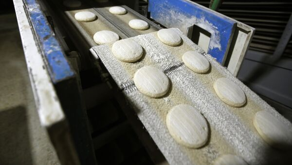 Производство хлеба, фото из архива - Sputnik Азербайджан