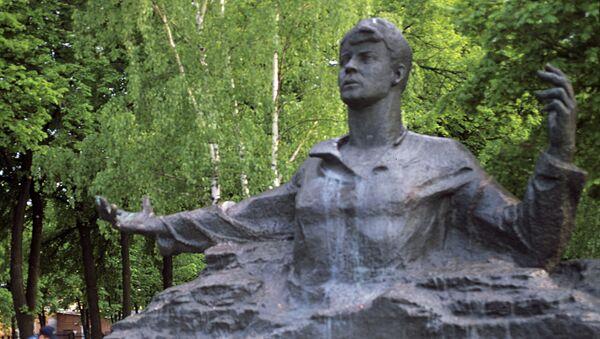 Памятник поэту Сергею Есенину в городе Рязани - Sputnik Azərbaycan