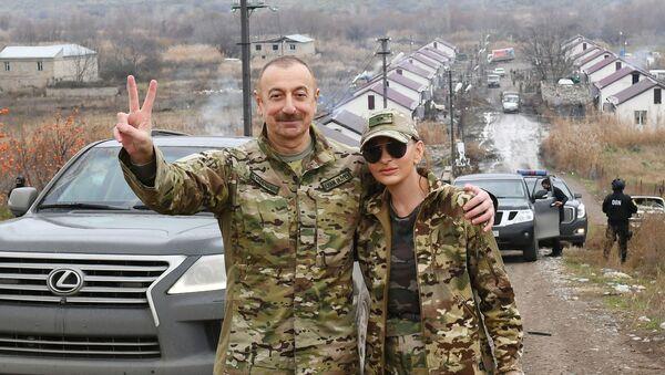 Президент Ильхам Алиев и первая леди Мехрибан Алиева побывали в Губадлинском и Зангиланском районах - Sputnik Azərbaycan