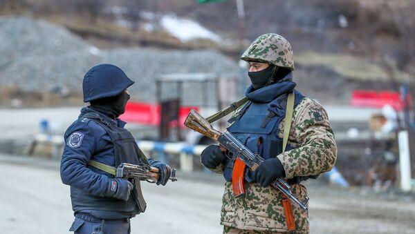 Сотрудники МВД в Кялбаджарском районе, фото из архива - Sputnik Азербайджан
