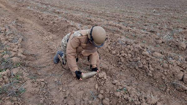 Мероприятия по инженерному обеспечению войск на освобожденных территориях - Sputnik Азербайджан