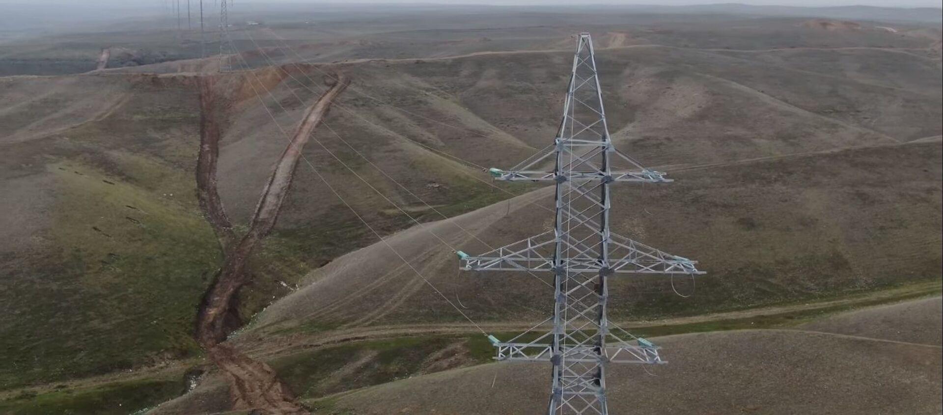 Прокладывание высоковольтной линии электропередачи напряжением 110 киловольт  - Sputnik Азербайджан, 1920, 06.03.2021