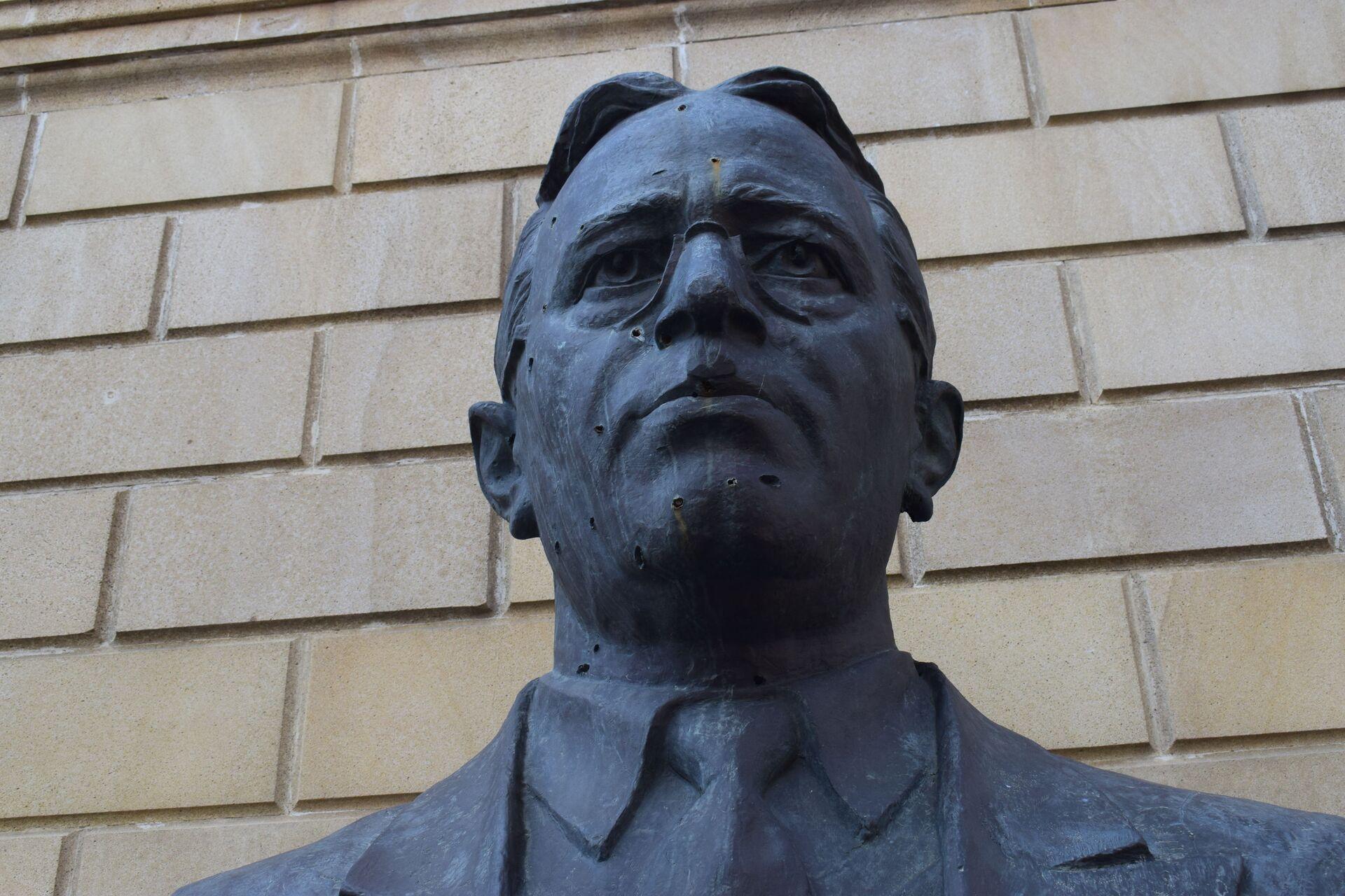 Üzeyir Hacıbəyovun heykəli - Sputnik Азербайджан, 1920, 01.10.2021
