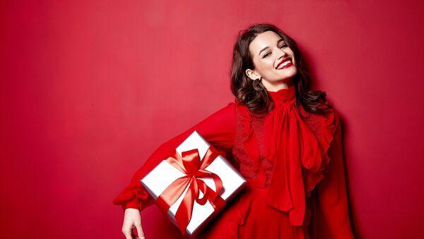 Сохраните в избранное: подарки, которые обрадуют ваших женщин - Sputnik Азербайджан