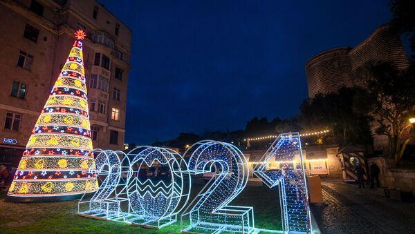 Новогодняя световая инсталляция в Баку - Sputnik Azərbaycan