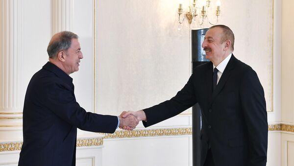 Prezident İlham Əliyev Türkiyənin milli müdafiə nazirinin başçılıq etdiyi nümayəndə heyətini qəbul edib - Sputnik Азербайджан