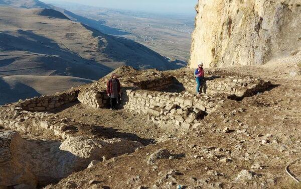 Археологические раскопки в крепости Бешбармаг - Sputnik Азербайджан