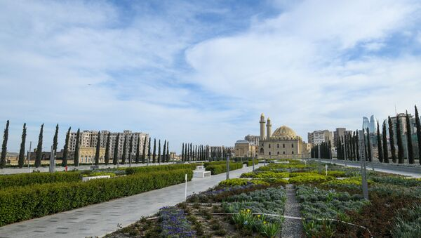 Облачная погода в Баку, фото из архива - Sputnik Азербайджан