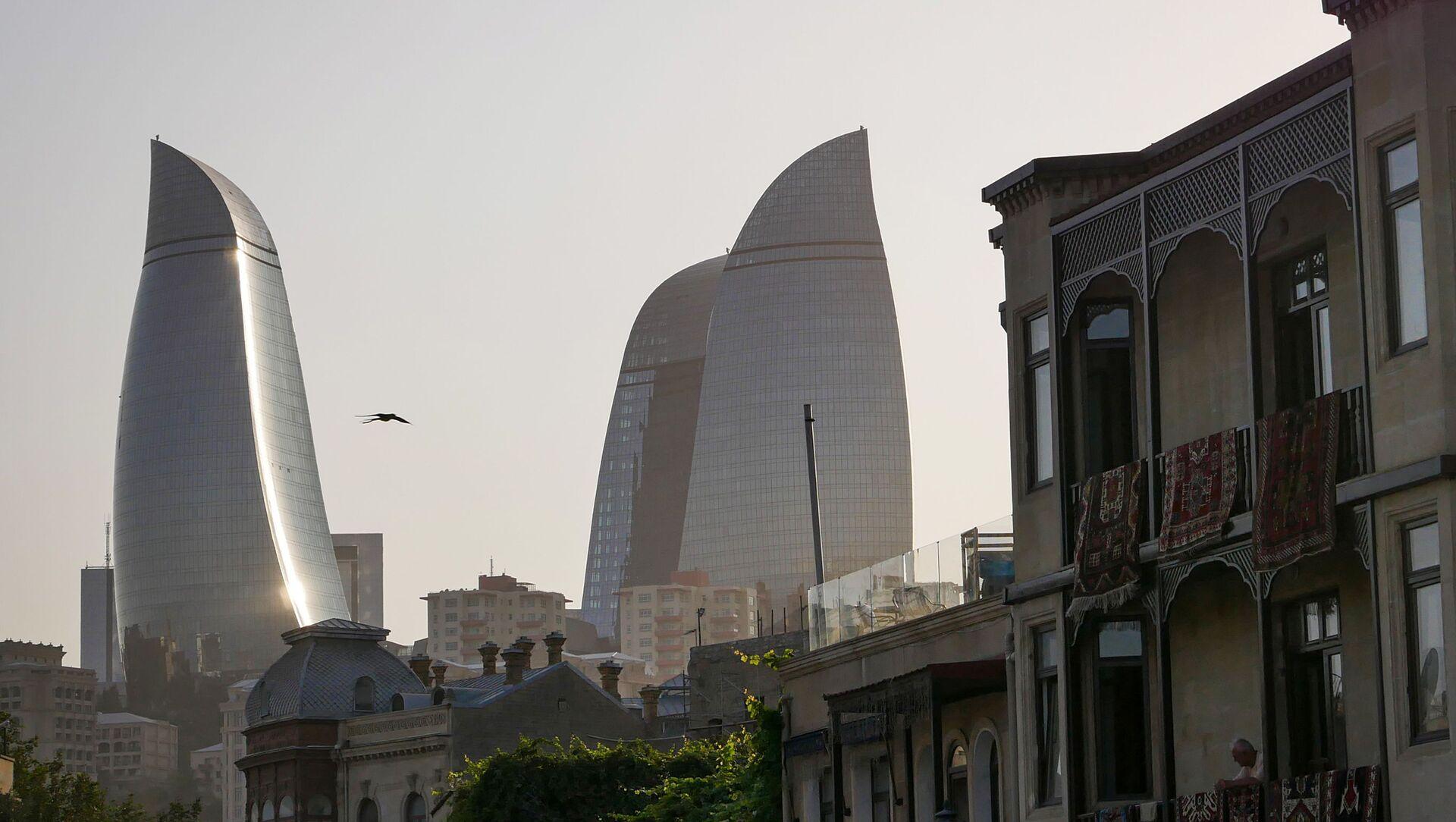Вид на Пламенные башни (Flame Towers) в Баку, фото из архива - Sputnik Азербайджан, 1920, 25.05.2021