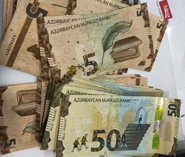 В октябре 2020 года Центральный банк Азербайджана объявил о выпуске с 1 января 2021 года в обращение купюр с обновленным дизайном достоинством в 1, 5 и 50 манатов. - Sputnik Азербайджан