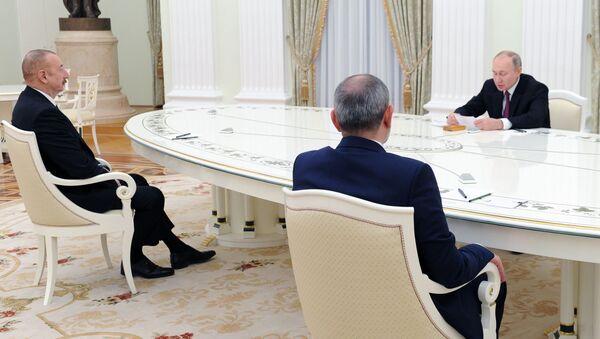 Владимир Путин проведет трехсторонние переговоры с Николом Пашиняном и Ильхамом Алиевым - Sputnik Азербайджан