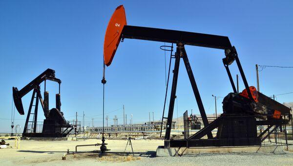 Нефтяные насосы, архивное фото  - Sputnik Азербайджан