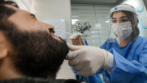 Тест на коронавирус в одной из клиник в Баку  - Sputnik Азербайджан