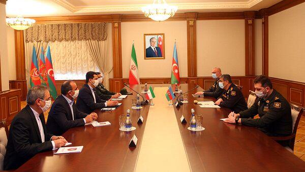 Глава Минобороны республики генерал-полковник Закир Гасанов встретился с новым послом Исламской Республики в Баку Сейедом Аббасом Мусави - Sputnik Азербайджан