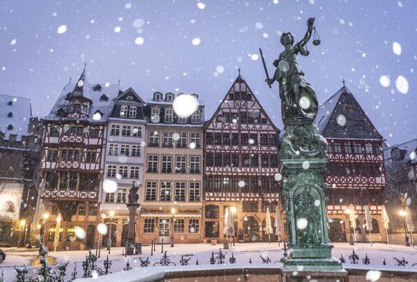 Снегопад во Франкфурте - Sputnik Азербайджан