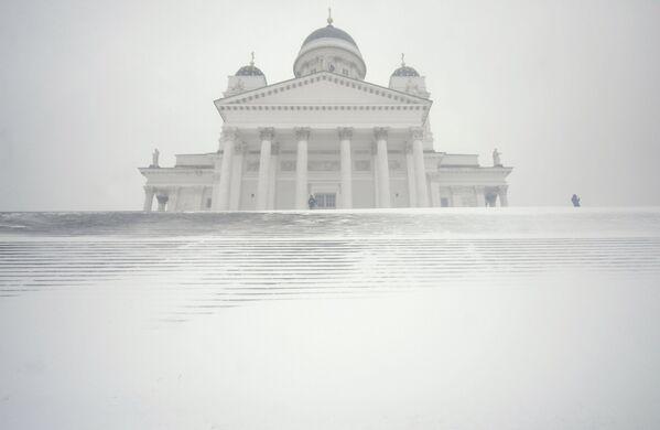 Кафедральный собор Хельсинки во время снежной бури - Sputnik Азербайджан