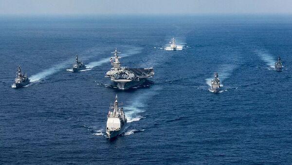 Ударная авианосная группировка ВМС США во главе с авианосцем Карл Винсон - Sputnik Azərbaycan