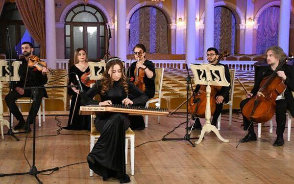 Концерт, посвященный 31-й годовщине трагедии 20 Января, в азербайджанской государственной академической филармонии - Sputnik Азербайджан
