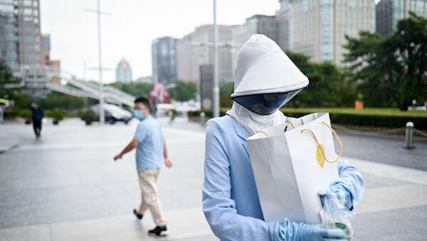 Женщина на улице в Пекине, фото из архива - Sputnik Азербайджан