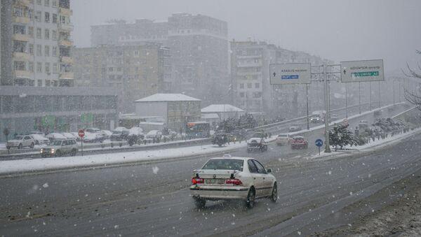 Первый снег в Баку  - Sputnik Азербайджан