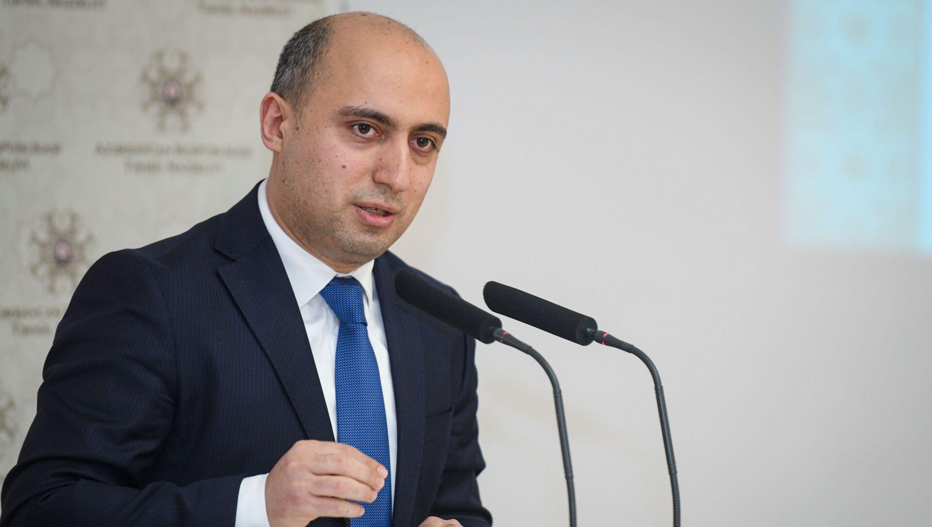 Təhsil naziri Emin Əmrullayev - Sputnik Азербайджан, 1920, 27.08.2021