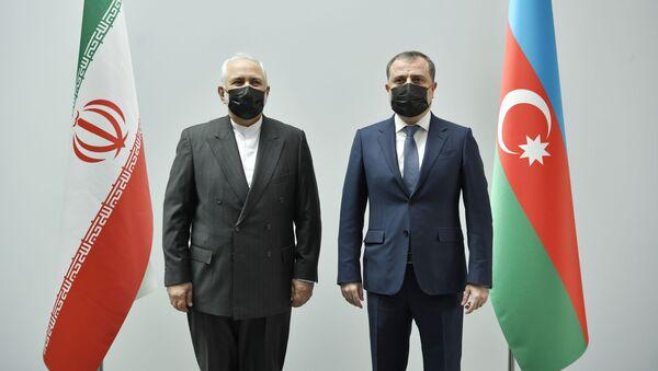 Министры иностранных дел Азербайджана и Ирана Джейхун Байрамов и Мохаммад Джавад Зариф - Sputnik Azərbaycan