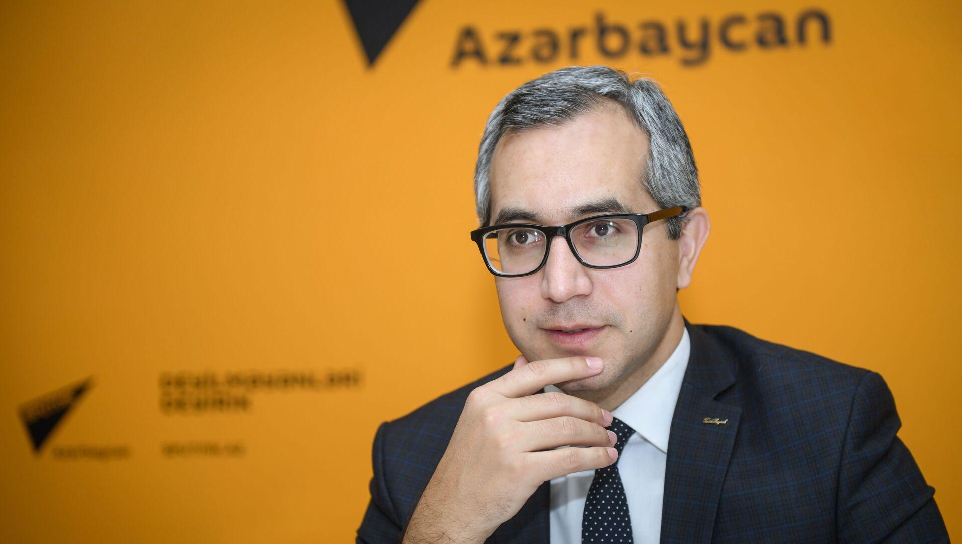 Эксперт по образованию Кямран Асадов - Sputnik Азербайджан, 1920, 29.07.2021
