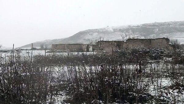 Минобороны опубликовало видео из села Довлятъярлы Физулинского района - Sputnik Азербайджан