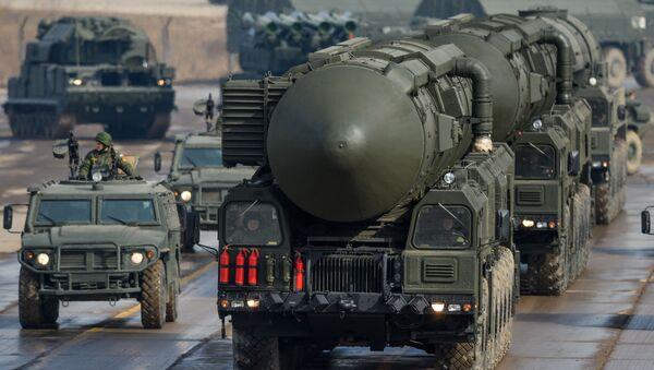 Topol M raketi - Sputnik Азербайджан