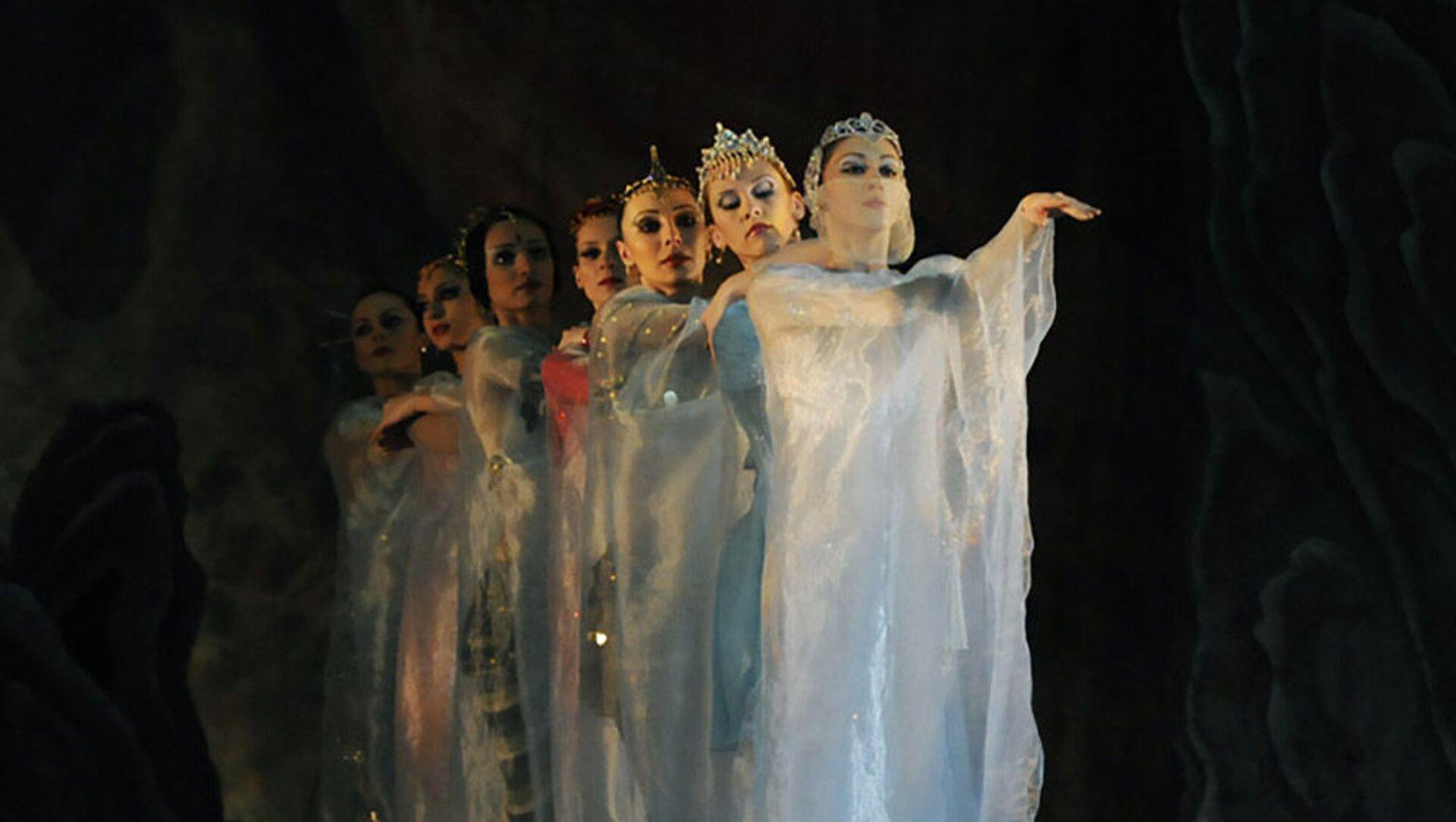 Балет известного азербайджанского композитора Гара Гараева Семь красавиц, фото из архива - Sputnik Азербайджан, 1920, 05.04.2021