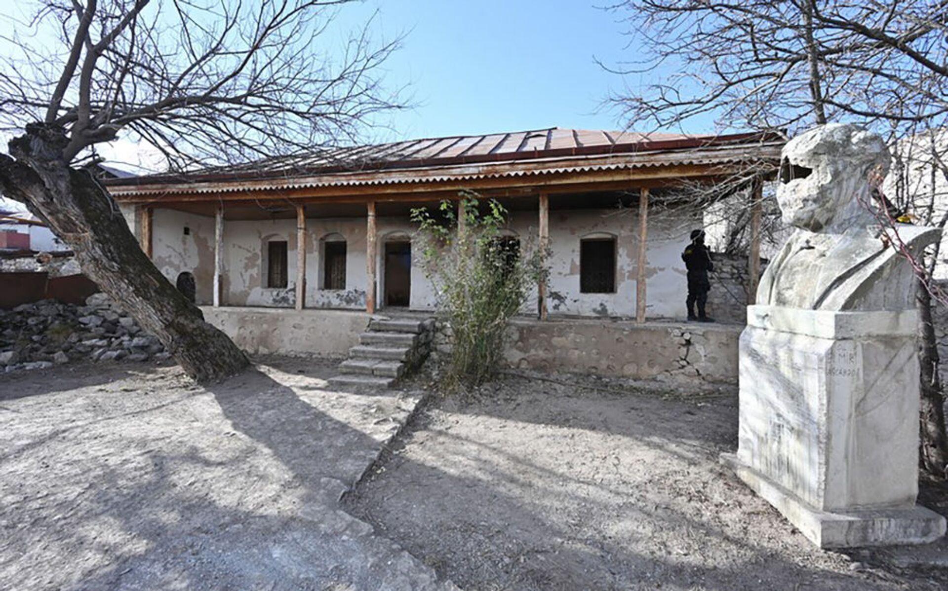 Доме-музей Бюльбюля в Шуше - Sputnik Азербайджан, 1920, 01.10.2021