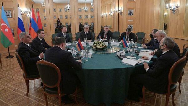 Заседание трёхсторонней Рабочей группы под совместным председательством вице-премьеров Армении, Азербайджана и России (30 января 2021). Москвa - Sputnik Азербайджан