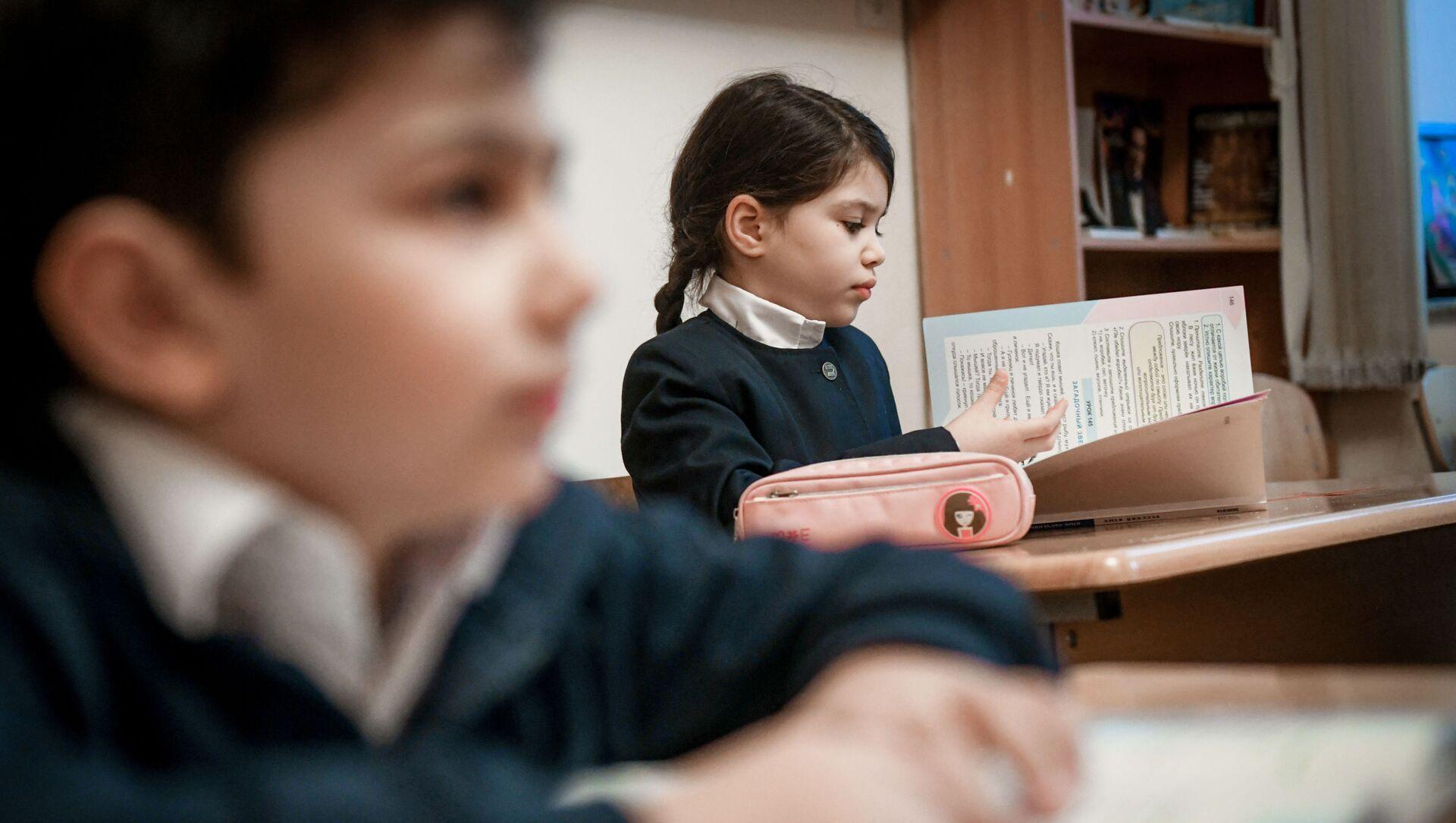 Возобновление очных занятий в бакинских школах, 1 февраля 2021 года - Sputnik Азербайджан, 1920, 20.08.2021