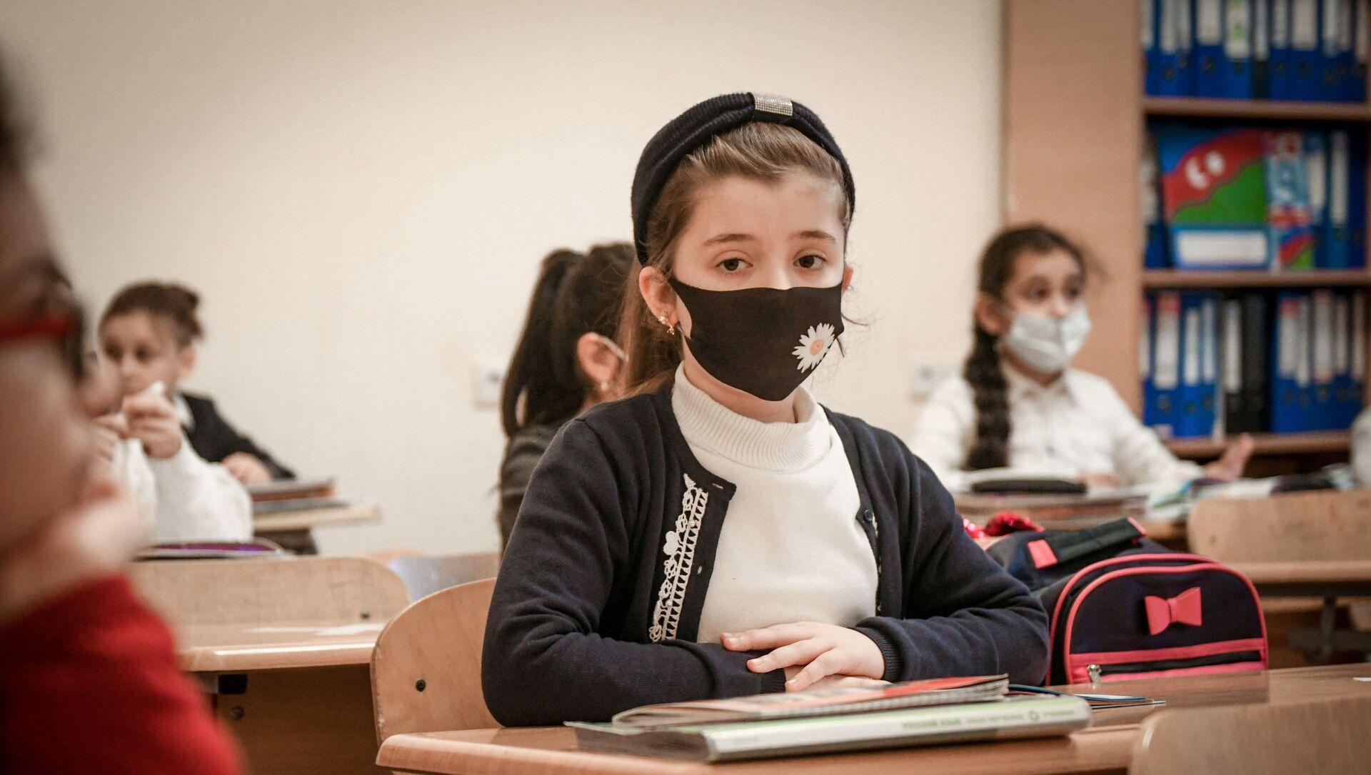 Возобновление очных занятий в бакинских школах, 1 февраля 2021 года - Sputnik Azərbaycan, 1920, 17.09.2021
