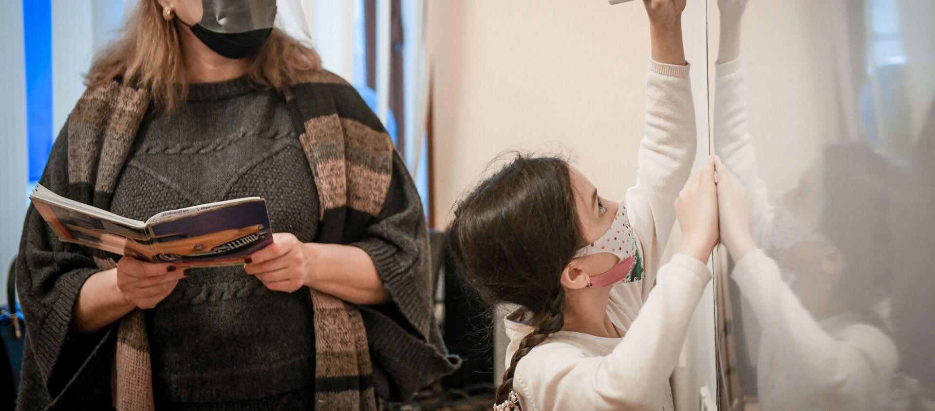 Возобновление очных занятий в бакинских школах, 1 февраля 2021 года - Sputnik Азербайджан, 1920, 02.02.2021