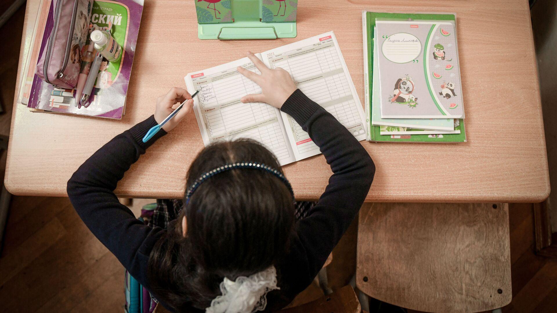 Возобновление очных занятий в бакинских школах, 1 февраля 2021 года - Sputnik Азербайджан, 1920, 16.09.2021