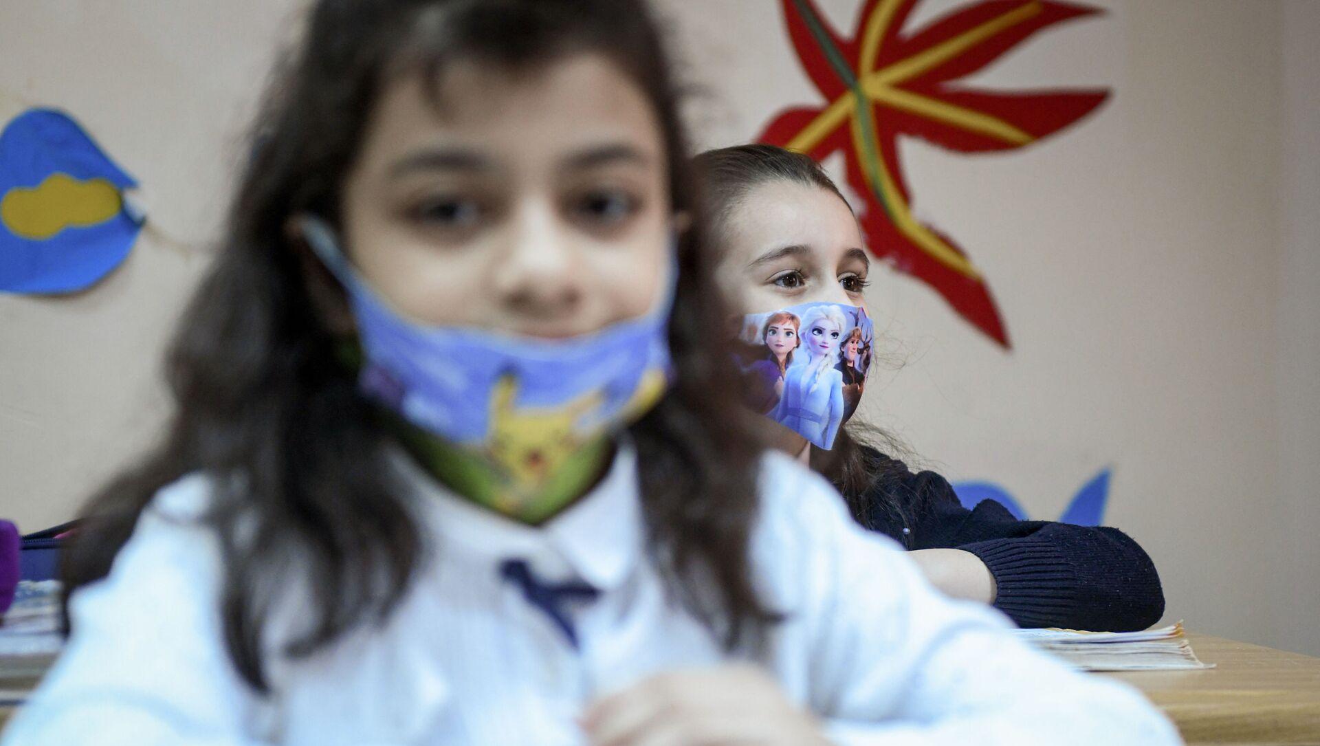 Возобновление очных занятий в бакинских школах, 1 февраля 2021 года - Sputnik Azərbaycan, 1920, 07.09.2021