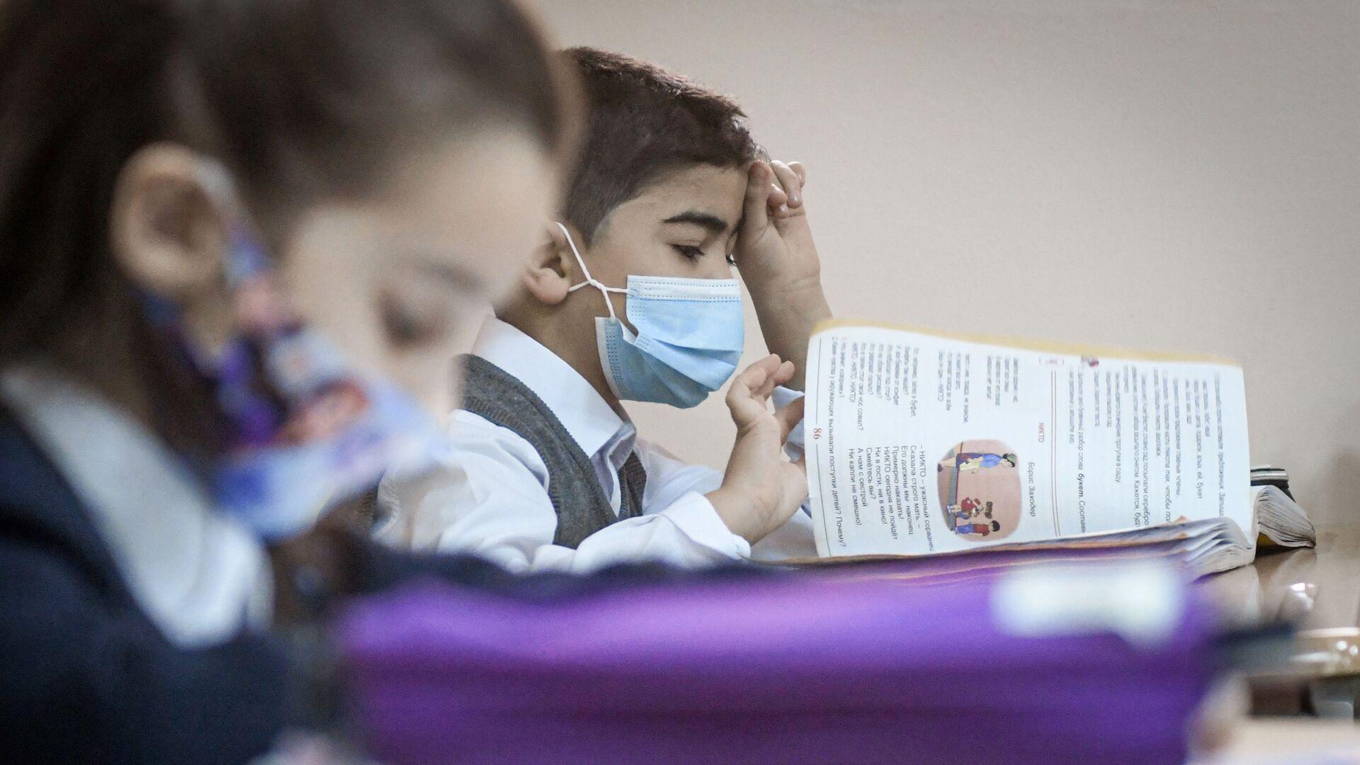 Возобновление очных занятий в бакинских школах, 1 февраля 2021 года - Sputnik Азербайджан, 1920, 27.08.2021