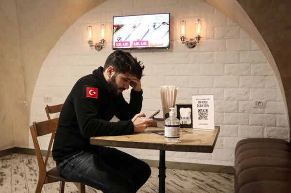 В Баку после смягчения карантинного режима возобновили работу рестораны и кафе, 1 февраля 2021 года - Sputnik Azərbaycan