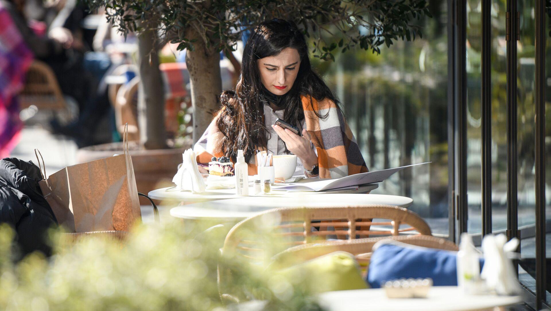 В Баку после смягчения карантинного режима возобновили работу рестораны и кафе, 1 февраля 2021 года - Sputnik Азербайджан, 1920, 06.09.2021