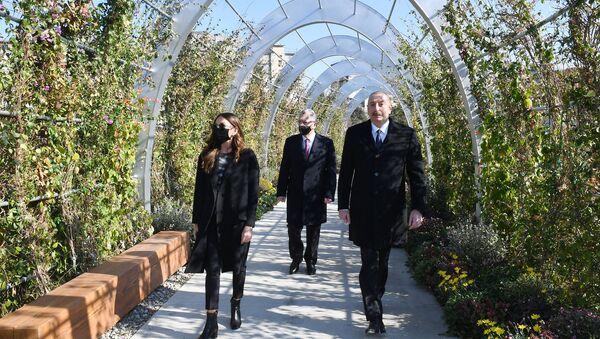 Президент Ильхам Алиев и Первая леди Мехрибан Алиева в Ясамале - Sputnik Азербайджан