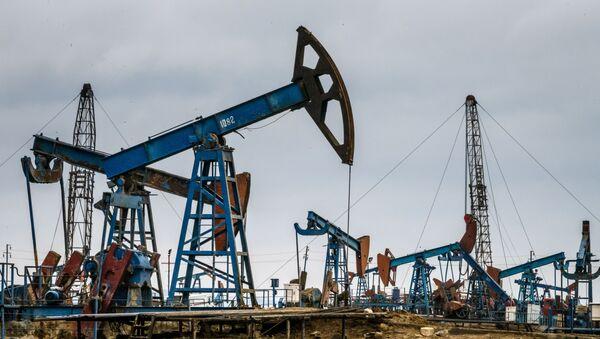 Нефтяные насосы в Баку, фото из архива - Sputnik Азербайджан