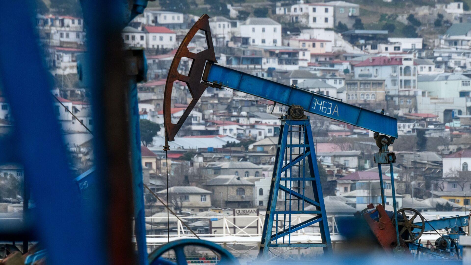 Нефтяные насосы в Баку, фото из архива - Sputnik Азербайджан, 1920, 11.09.2021
