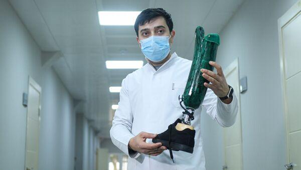 Protez-Ortopedik İstehsalat və Reabilitasiya Mərkəzində qazilərə protezlər təqdim olunub - Sputnik Азербайджан