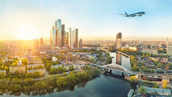 Самолёт AZAL над Москвой, фото из архива - Sputnik Azərbaycan
