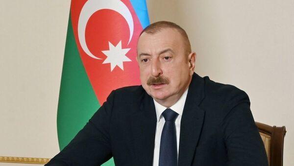Президент Ильхам Алиев принял в видеоформате делегацию во главе с председателем итальянской компании Maire Tecnimont Group - Sputnik Азербайджан