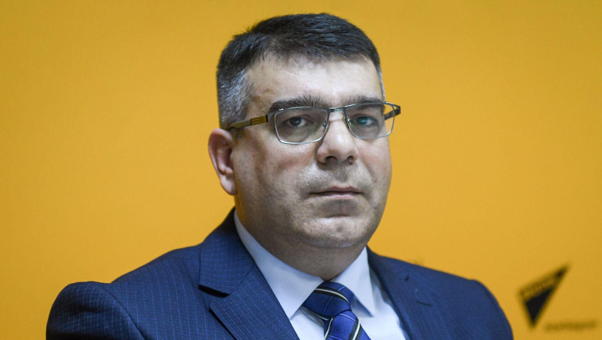 Эксперт в области недвижимого имущества, экономист Эльнур Фарзалиев - Sputnik Азербайджан, 1920, 01.09.2021
