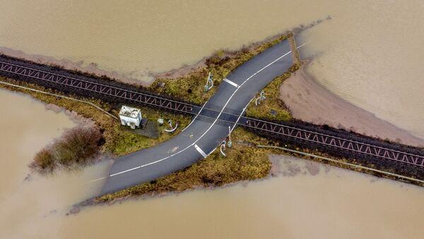 Железная дорога среди затопленной местности в Германии  - Sputnik Азербайджан