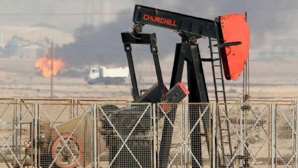Пожар в нефтяной скважине, фото из архива - Sputnik Азербайджан