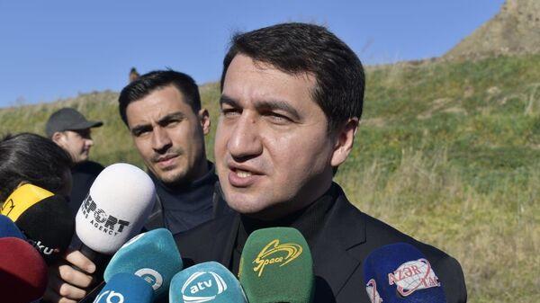 Глава отдела по вопросам внешней политики Администрации Президента Хикмет Гаджиев - Sputnik Azərbaycan